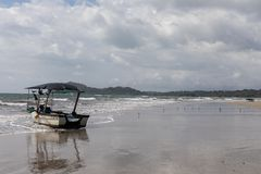 Boot Playa Samara Beach Cota Rica royalty-vrije stock afbeeldingen