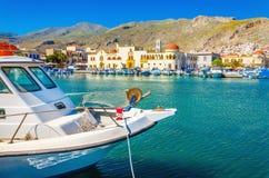 Boot in Pohtia-Hafen auf Kalymnos-Insel, Griechenland Lizenzfreies Stockbild