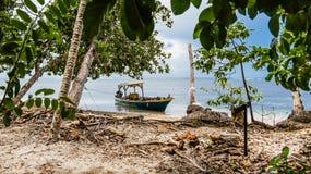 Boot in Punta Cahuita stock afbeeldingen