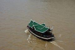 Boot in rivier Royalty-vrije Stock Afbeeldingen