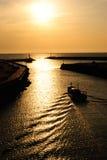 Boot am Sonnenuntergang Stockbilder