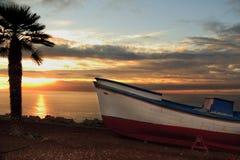 Boot am Sonnenuntergang Lizenzfreie Stockfotografie
