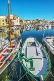 Boot in Stintino-haven stock afbeeldingen