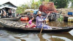 Boot am Tonle Sap See, Kambodscha stockfotos