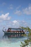 Boot in tropische overzees Royalty-vrije Stock Afbeeldingen