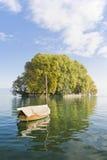 Boot und Insel Lizenzfreie Stockfotografie