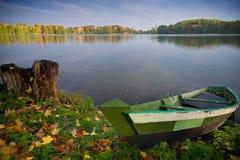Boot und See stockbild