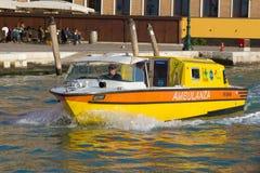 Boot van ziekenwagen dichte omhooggaand Venetië, Italië royalty-vrije stock afbeeldingen
