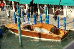 Boot in Venetië stock afbeelding