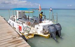 Boot voor recreatieve duik Stock Foto