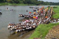 Boot warten auf Rennen in Kerala Indien lizenzfreie stockbilder