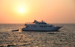 Boot in zonsondergang Royalty-vrije Stock Foto