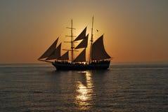 Boot in Zonsondergang Royalty-vrije Stock Afbeeldingen