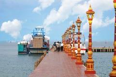 Boot zu Koh Pos Resort in Sihanoukville-Provinz stockfoto