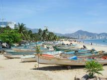 Boote auf Acapulco-Küste Stockfotografie