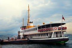 Boote auf dem Bosphorus Fluss Lizenzfreie Stockbilder