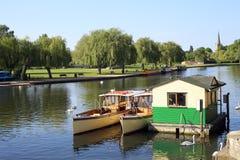 Boote auf dem Fluss Avon Stockfotos