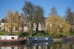Boote auf dem Fluss-Nocken, Cambridge, England Stockbild