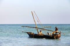 Boote auf dem Indischen Ozean weg von Nungwi Stockfotografie