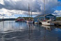 Boote auf dem Kai am Kanal von halden Lizenzfreie Stockbilder