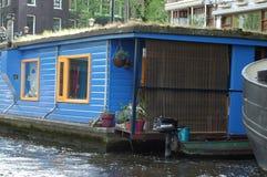 Boote auf dem Kanal in Amsterdam, Holland stockbild