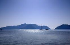 Boote auf dem Meer Stockfoto