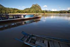 Boote auf dem Mekong-Fluss in Laos Lizenzfreies Stockbild