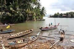 Boote auf dem Muaro-Fluss in Padang, West-Sumatra stockfoto