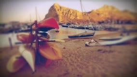 Boote auf dem Strand Stockfoto