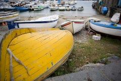 Boote auf dem Strand Stockfotografie
