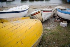 Boote auf dem Strand Stockfotos