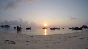 Boote auf dem Strand stock video