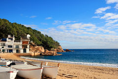 Boote auf dem Strand bei Tamariu (Costa Brava, Spanien) Lizenzfreies Stockbild