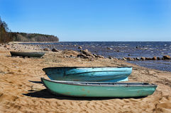 Boote auf dem Ufer Lizenzfreies Stockfoto