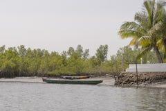Boote auf dem Ufer Lizenzfreies Stockbild