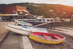 Boote auf dem Ufer Stockbild