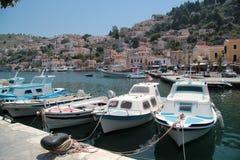 Boote auf dem Ufer der Insel Sumi Lizenzfreie Stockfotografie