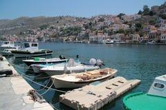 Boote auf dem Ufer der Insel Sumi Stockbild
