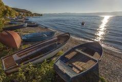 Boote auf dem Ufer von See Ohrid, Mazedonien Stockfotografie