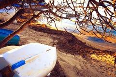 Boote auf den Strand gesetzt in Frankreich Lizenzfreie Stockfotos