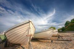 Boote auf der baltischen Küste lizenzfreie stockbilder