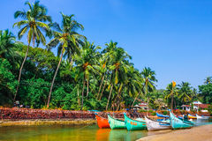 Boote auf der Flussbank Lizenzfreie Stockfotos