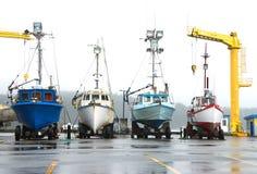 Boote auf Dock, PortOrtford Stockfoto