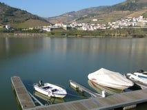 Boote auf Duero-Tal Portugal lizenzfreie stockfotos
