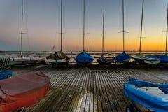 Boote auf einem Dock Lizenzfreies Stockfoto