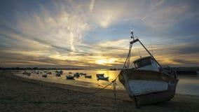 Boote auf Guadalquivir-Fluss bei Sanlucar De Barrameda Cadiz Spanien lizenzfreies stockfoto