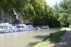 Boote auf Kanal Stockfotos