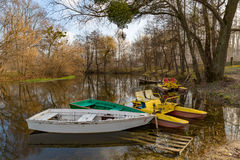 Boote auf Moorage Stockbild