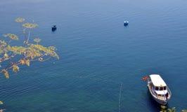 Boote auf Ohrid See Lizenzfreie Stockbilder