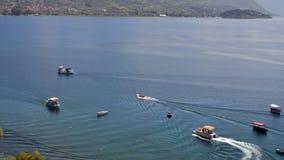 Boote auf Ohrid See Lizenzfreie Stockfotos